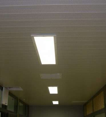 Ceilings for remand centers
